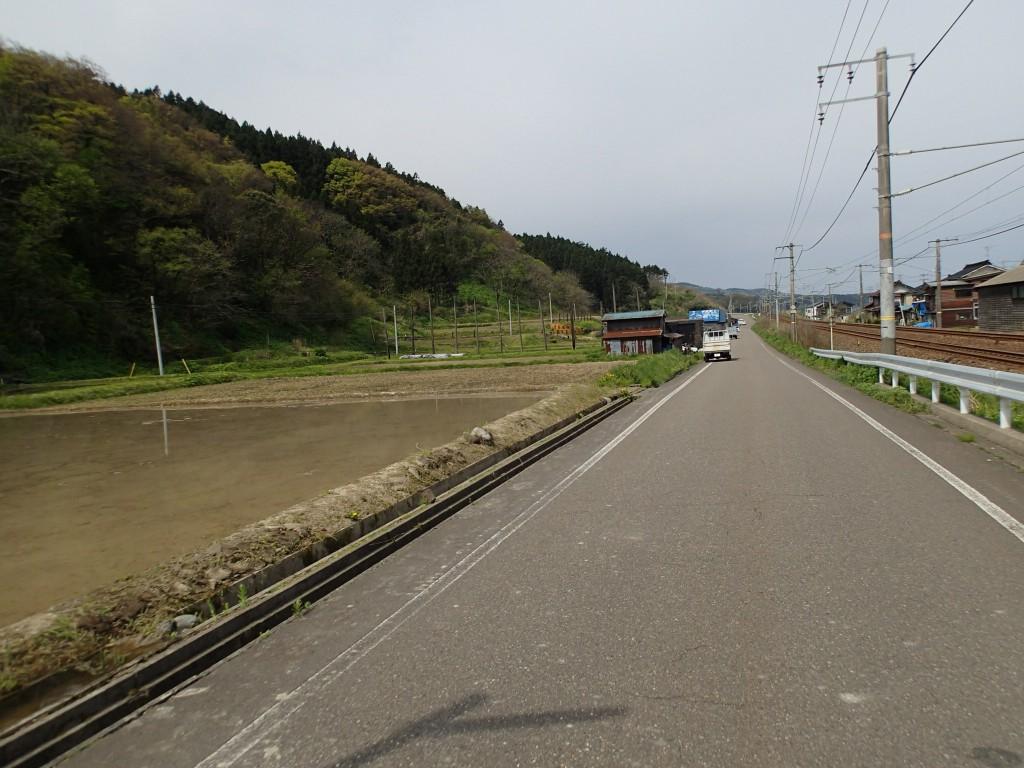 9:40 山→田→B→線路。本当に静かで田に水を入れる音とカエルと鳥の音だけ。もちろん道はとても安全。
