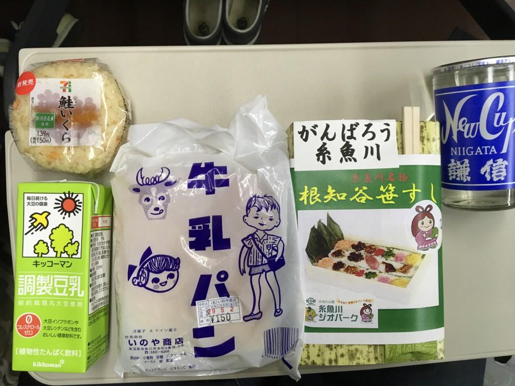 #69 左が息子用、牛乳パンはジャケ買いで、このTシャツも売ってた。右が私。糸魚川は日本酒が豊富。次回はちゃんと呑まねば。